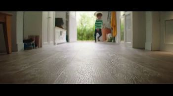 Lumber Liquidators Flooring Yard Sale TV Spot, 'Laminate, Hardwood and Waterproof Vinyl' - Thumbnail 4