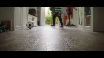 Lumber Liquidators Flooring Yard Sale TV Spot, 'Laminate, Hardwood and Waterproof Vinyl' - Thumbnail 5