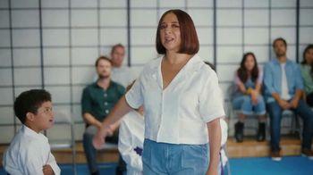 Sling TV Spot, 'Karate' Featuring Maya Rudolph - Thumbnail 4