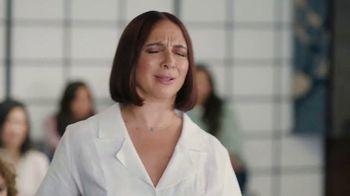 Sling TV Spot, 'Karate' Featuring Maya Rudolph - Thumbnail 5