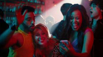 Sling TV Spot, 'Ladies Night' Featuring Maya Rudolph - Thumbnail 5