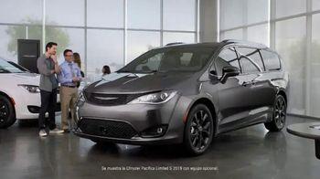 2019 Chrysler Pacifica TV Spot, 'Tough Decision: Talking Van' [Spanish] [T1] - Thumbnail 1