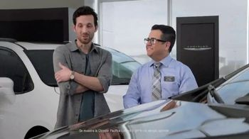 2019 Chrysler Pacifica TV Spot, 'Tough Decision: Talking Van' [Spanish] [T1] - Thumbnail 2