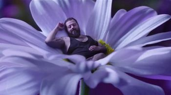 Vicks ZzzQuil Pure Zzzs Melatonin Liquid TV Spot, 'Un sueño tranquilo' [Spanish] - Thumbnail 3