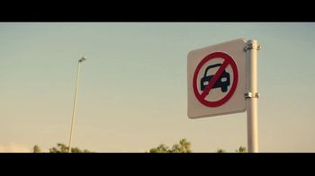 Heineken 0.0 TV Spot, 'Now You Can: Parking' Song by The Isley Brothers - Thumbnail 5