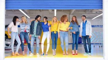 Old Navy TV Spot , 'Entona tu look de verano: jeans para adultos y niños' cancion de Kaskade [Spanish] - Thumbnail 8