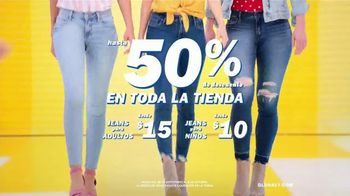 Old Navy TV Spot , 'Entona tu look de verano: jeans para adultos y niños' cancion de Kaskade [Spanish] - Thumbnail 5