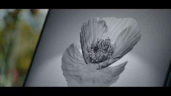 Microsoft Surface TV Spot, 'Una visión' canción de Minnie Riperton [Spanish] - Thumbnail 3