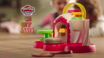Play-Doh Kitchen Creations Stamp 'n Top Pizza TV Spot, 'Watch It Spin' - Thumbnail 3