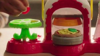 Play-Doh Kitchen Creations Stamp 'n Top Pizza TV Spot, 'Watch It Spin' - Thumbnail 4