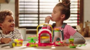 Play-Doh Kitchen Creations Stamp 'n Top Pizza TV Spot, 'Watch It Spin'