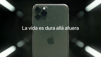 Apple iPhone 11 Pro TV Spot, 'Es duro allá afuera' canción de Soondclub [Spanish] - Thumbnail 7