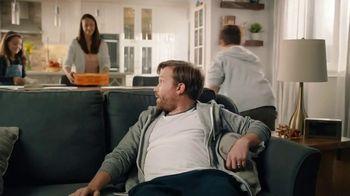 Little Caesars Pizza TV Spot, 'Meet Dad: Free Crazy Bread' - Thumbnail 8