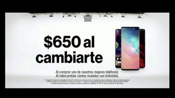 Verizon TV Spot, 'Susana y Randy: $650 dólares al cambiarte' [Spanish] - Thumbnail 7