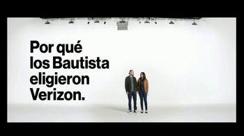 Verizon TV Spot, 'Susana y Randy: $650 dólares al cambiarte' [Spanish] - Thumbnail 3