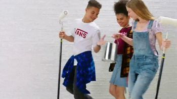 JCPenney The Bus Stops Here Sale TV Spot, 'Extra 25 Percent Off: Mini Skirts, Jeans and Bras' - Thumbnail 3