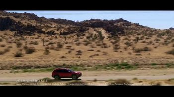 Summer of Jeep TV Spot, 'The Freedom to Do It All' Song by Jeremy Renner [T2] - Thumbnail 4