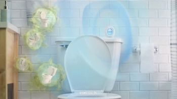 Febreze Small Spaces TV Spot, 'Tirar de la cadena' [Spanish] - Thumbnail 7