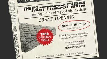 Mattress Firm Flashback Sale TV Spot, 'Sleepy's Queen Mattress' - Thumbnail 3