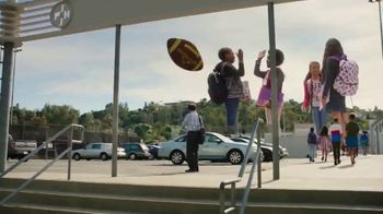Walmart TV Spot, 'Gran día de vuelta' canción de Control Machete [Spanish] - Thumbnail 10