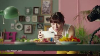 SodaStream TV Spot, 'Sparkle Your Day' - Thumbnail 6