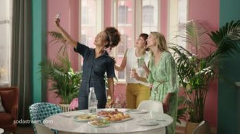 SodaStream TV Spot, 'Sparkle Your Day' - Thumbnail 9
