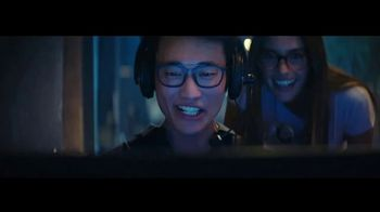 Essilor Ultimate Lens Package TV Spot, 'Eyezen Single Vision Lenses: Next GEN Offer' Song by Kygo - Thumbnail 3