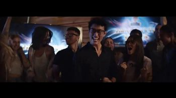 Essilor Ultimate Lens Package TV Spot, 'Eyezen Single Vision Lenses: Next GEN Offer' Song by Kygo - Thumbnail 8