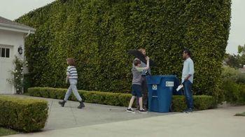 AT&T Internet TV Spot, 'Dead Zones: DIRECTV Bundle' - Thumbnail 4