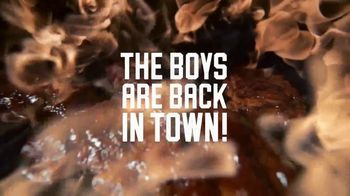Applebee's All You Can Eat Riblets, Tenders + Shrimp TV Spot, 'The Boys are Back in Town' Song by Thin Lizzy - Thumbnail 3