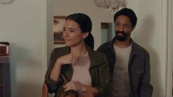 AT&T Wireless TV Spot, 'Just OK: Bed & Breakfast Bundle' - Thumbnail 3