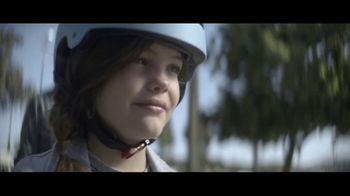 Amazon TV Spot, 'Mantenerse al día' canción de Freddie Scott [Spanish] - Thumbnail 8