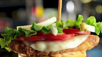 McDonald's Tomato Mozzarella Chicken Sandwich TV Spot, 'Pasaporte' [Spanish] - Thumbnail 2