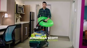 Home2 Suites by Hilton TV Spot, 'Sweet Stays' Featuring Jonathan Scott - Thumbnail 2