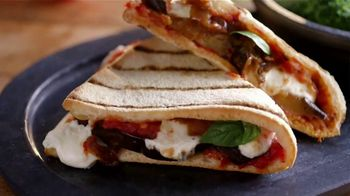 Uno Pizzeria & Grill Eggplant Parm Pizzanini TV Spot, 'Part Pizza, Part Panini'