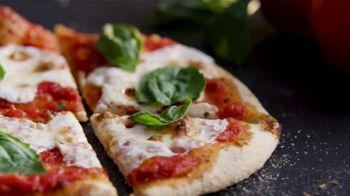 Uno Pizzeria & Grill Eggplant Parm Pizzanini TV Spot, 'Part Pizza, Part Panini' - Thumbnail 6