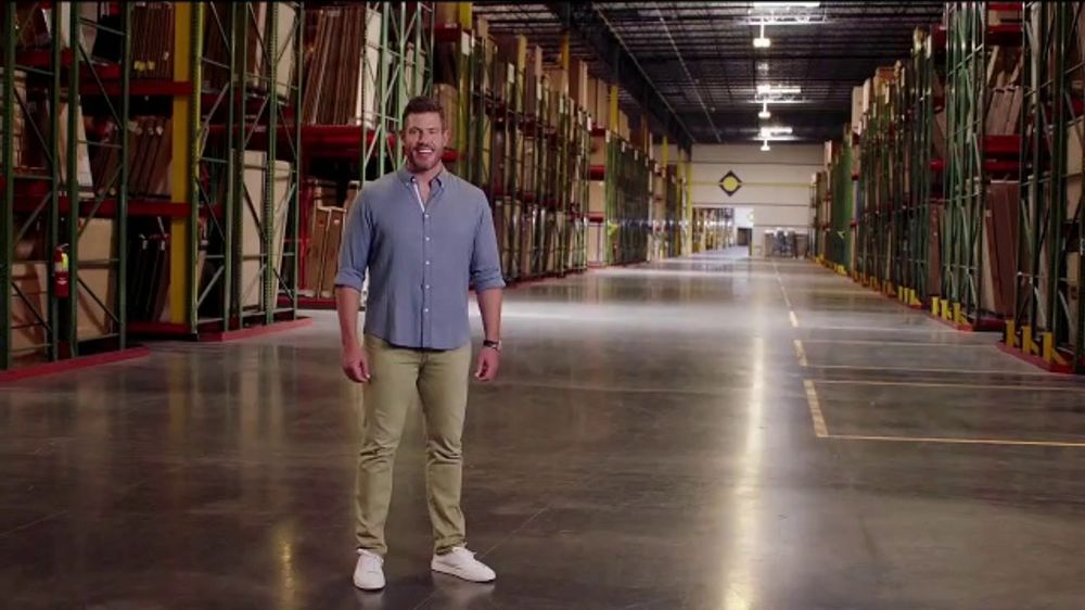 Rooms to Go TV Commercial, 'Giant Warehouse' Featuring Jesse Palmer