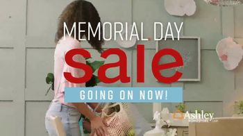 Ashley HomeStore Memorial Day Sale TV Spot, 'Summer's Hottest Deals: Panel Beds & Sofas' Song by Midnight Riot - Thumbnail 2