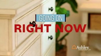 Ashley HomeStore Memorial Day Sale TV Spot, 'Summer's Hottest Deals: Panel Beds & Sofas' Song by Midnight Riot - Thumbnail 8