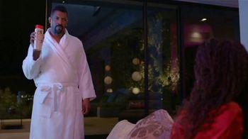 Old Spice Body Wash TV Spot, 'Los hombres también tienen piel' con Deon Cole [Spanish] - Thumbnail 1