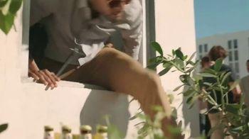 Leinenkugel's Summer Shandy TV Spot, 'Rooftop Party' - Thumbnail 2