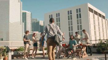 Leinenkugel's Summer Shandy TV Spot, 'Rooftop Party' - Thumbnail 5