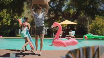Amazon TV Spot, 'Summer Delivered' Song by Ronnie Dove - Thumbnail 4
