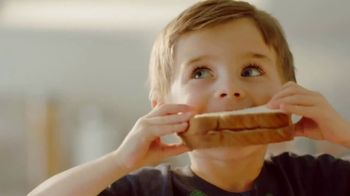 Sara Lee Classic White Bread TV Spot, 'Soft and Fluffy' - Thumbnail 6