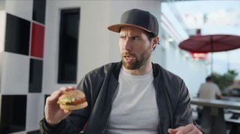 Checkers & Rally's 2 Sandwich Meal Deal TV Spot, 'Date' - Thumbnail 5