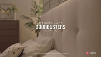 Value City Furniture Memorial Day Sale TV Spot, 'Great Moments: 60 Months Special Financing' - Thumbnail 7