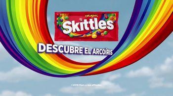 Skittles TV Spot, 'Ordeñando una jirafa' [Spanish] - Thumbnail 10