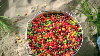 Skittles TV Spot, 'Ordeñando una jirafa' [Spanish] - Thumbnail 4