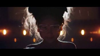 Chase Mobile App TV Spot, 'Bailarina' canción de Hipjoint [Spanish] - Thumbnail 8