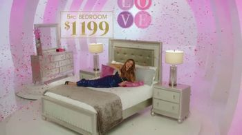 Rooms to Go TV Spot, 'Love at First Sight: Bedroom' Featuring Sofia Vergara - Thumbnail 5